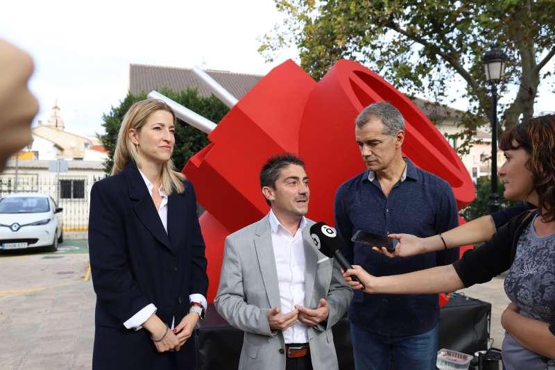 Jesús Gimeno, con María Muñoz y Toni Cantó, de Ciudadanos. EPDA