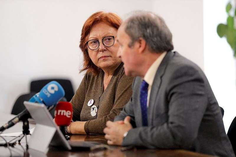 La delegada del Gobierno en la Comunitat Valenciana,Gloria Calero, junto al subdirector general de Planificación y Gestión del Espectro Radioeléctrico, Antonio Fernández-Paniagua. EFE