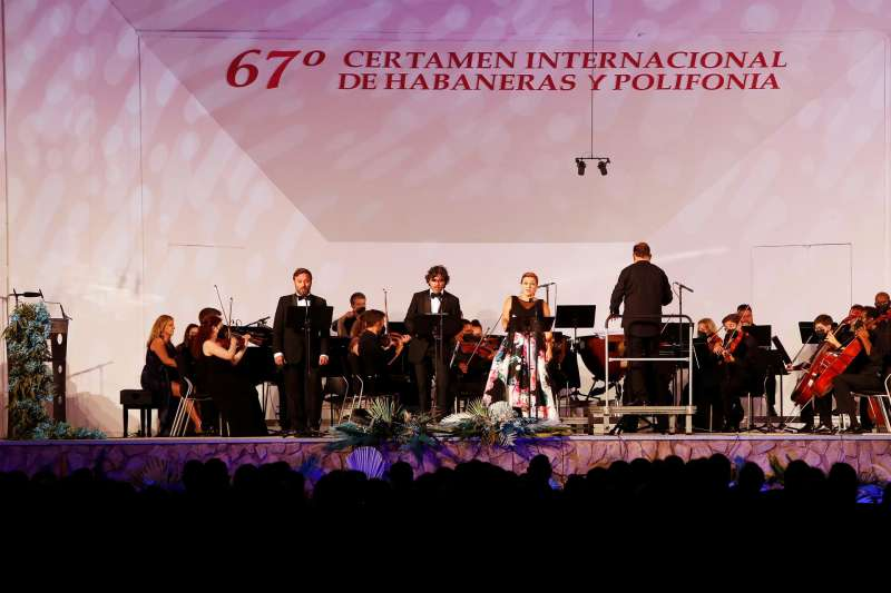 Lucas Groppo, Facundo Muñoz y Concepción Pérez durante el 67º Certamen Internacional de Habaneras y Polifonía de Torrevieja.