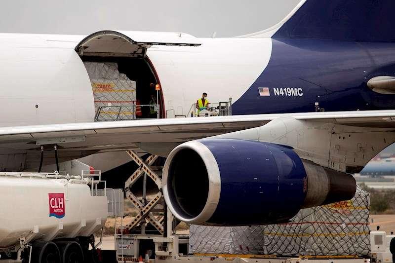 Imagen de archivo de uno de los aviones con material sanitario que llegó recientemente a Zaragoza procedente de China. EFE