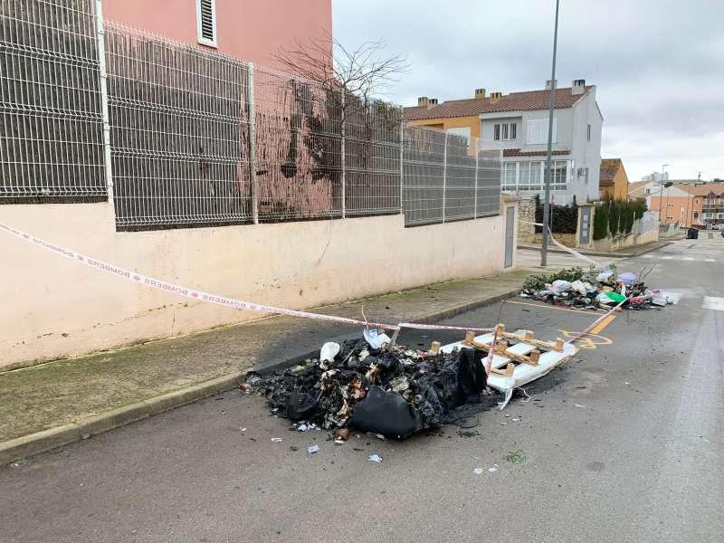 Contenedores quemados en Requena