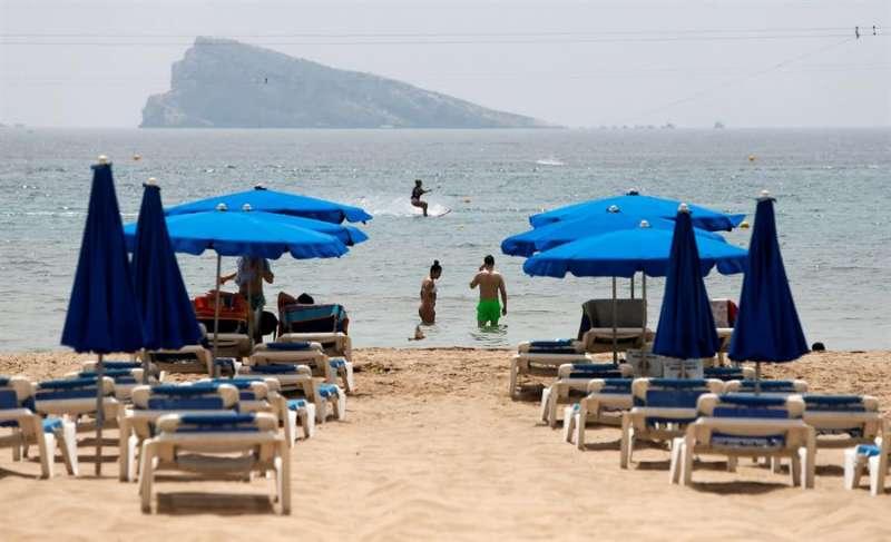 Imagen de la playa de Benidorm (Alicante).EFE/ Manuel Lorenzo/Archivo