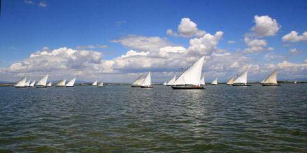 Los asistentes pudieron disfrutar del espectáculo ofrecido por las 27 embarcaciones de vela latina junto a 6 embarcaciones de menor tamaño. FOTO: EPDA.