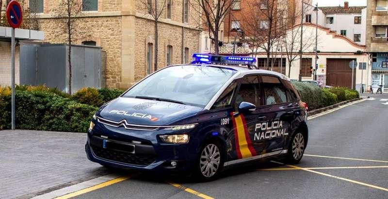 Un vehículo de la Policía Nacional en una intervención. EFE/Raquel Manzanares/Archivo