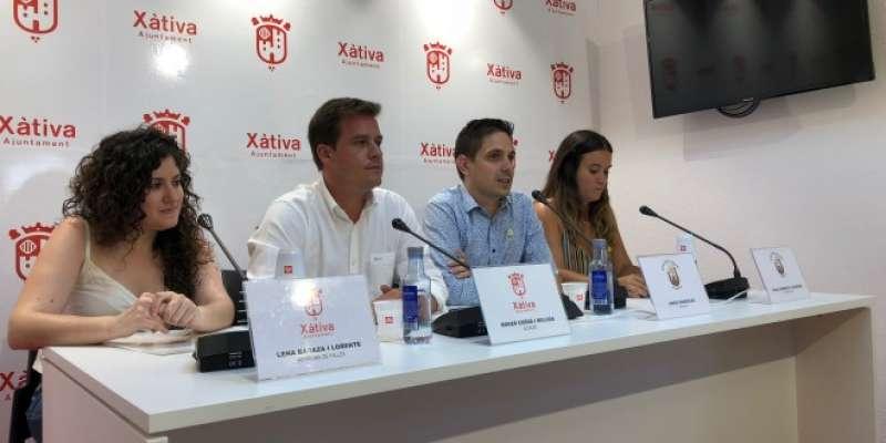 Moment de la cridada a les noves falleres majors de Xàtiva. EPDA