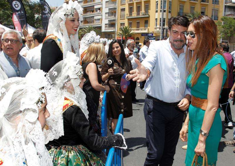 El alcalde de Alicante, Luis Barcala, y la consellera de Innovación, Universidades, Ciencia y Sociedad Digital, Carolina Pascual. EFE