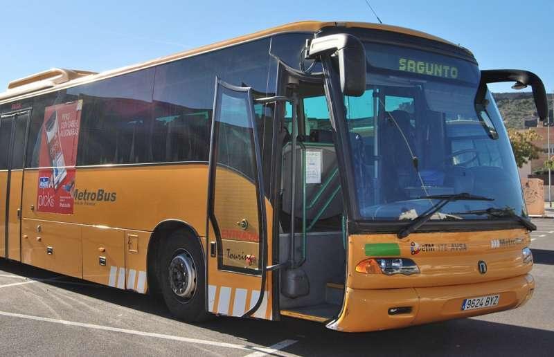 Uno de los autobuses que prestan su servicio en Sagunt. / EPDA
