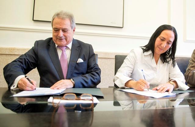 Firma convenio Villar del Arzobispo. FOTO: DIVAL