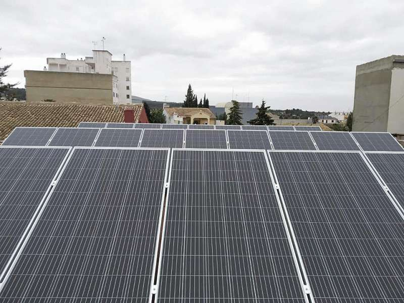 Placas fotovoltaicas instaladas en Yátova
