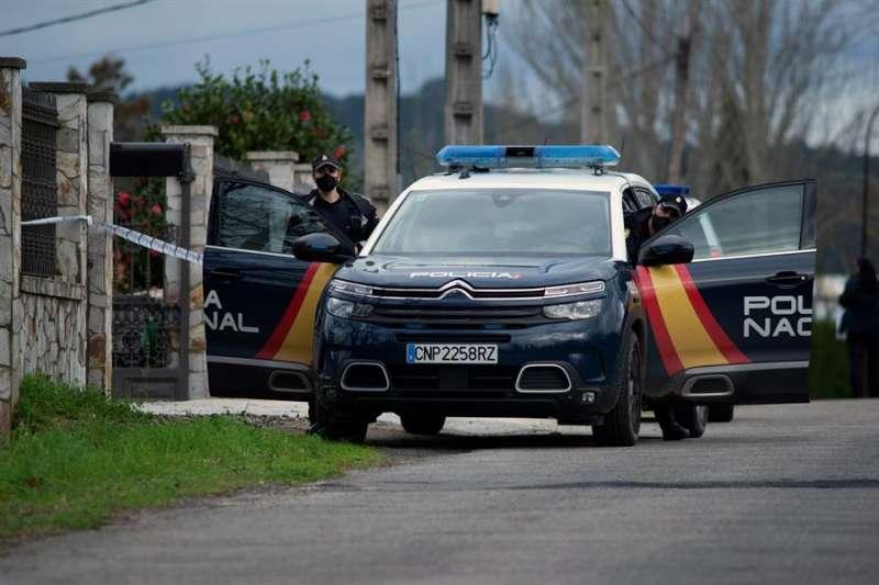 Agentes de policía durante una intervención. EFE