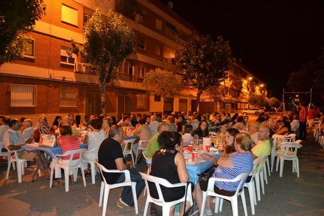 Imatge del sopar al carrer. FOTO: EPDA