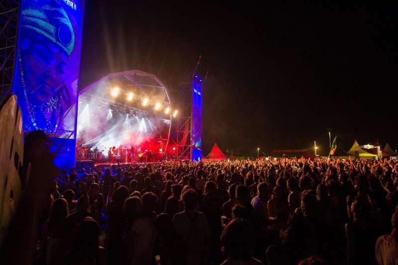 El cantante Macaco, en el escenario principal del Festival Rototom Sunsplash de Benicássim, en una edición anterior.