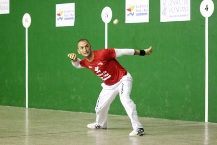 El deportista Adrián, de Museros, durante la partida. FOTO: EPDA.