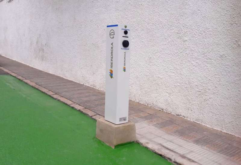Punto de recarga de vehículos eléctricos en Benaguasil. / EPDA