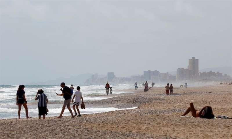 Vista general de la playa de El Saler, donde hoy ha fallecido un hombre. EFE/Kai Försterling