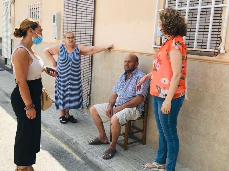 Amparo Folgado visita el barrio del Xenillet de Torrent. EPDA