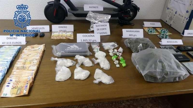 Imagen facilitada por la Policía del material intervenido en la operación contra el tráfico de drogas