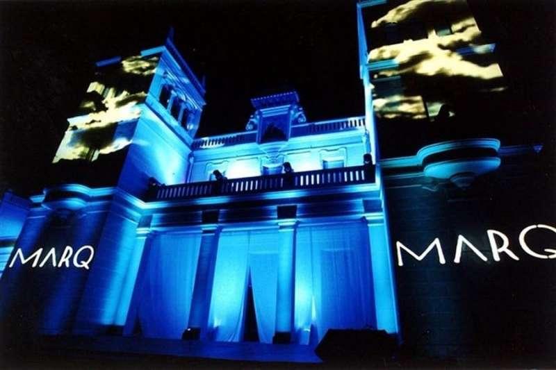 El Marq de Alicante iluminado, en una imagen compartida en redes sociales por el museo.