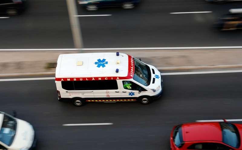 Imagen de archivo de una ambulancia en la Comunitat Valenciana. EFE