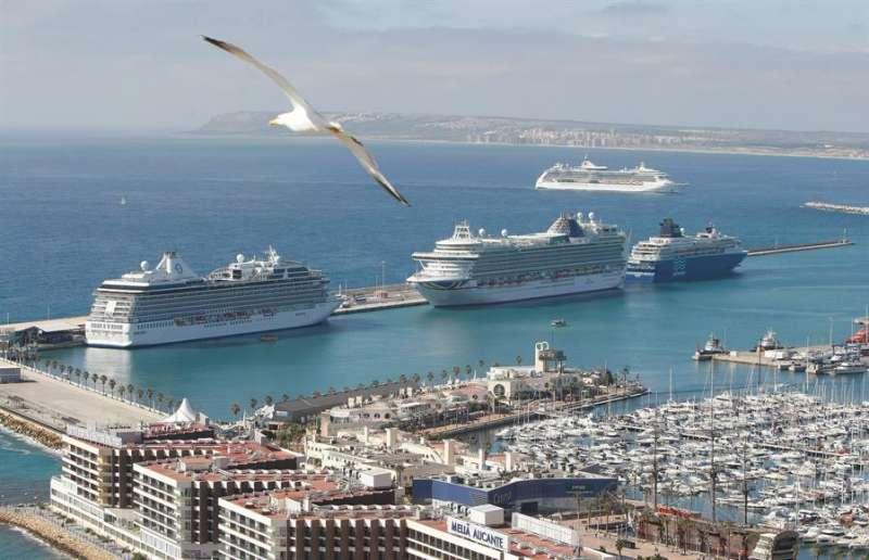 Cruceros en el puerto de Alicante, EFE/MORELL/Archivo