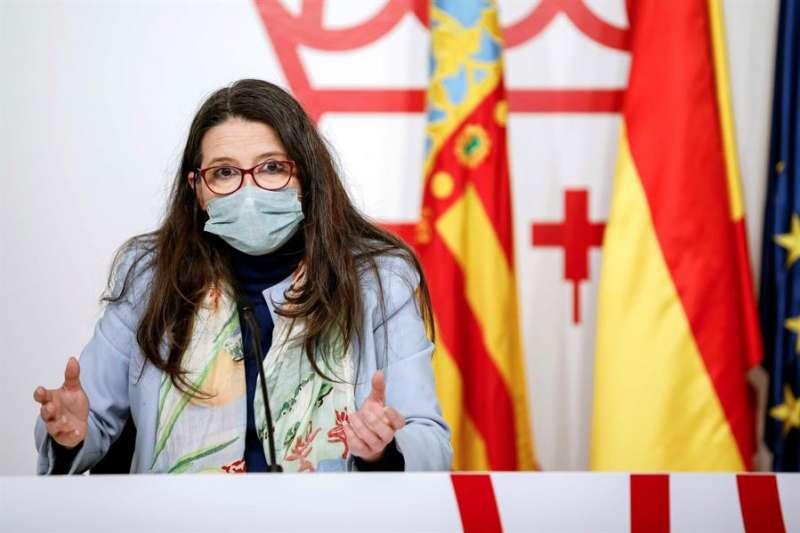 La vicepresidenta y portavoz del Gobierno valenciano, Mónica Oltra, durante la rueda de prensa posterior al pleno del Consell de este viernes. EFE
