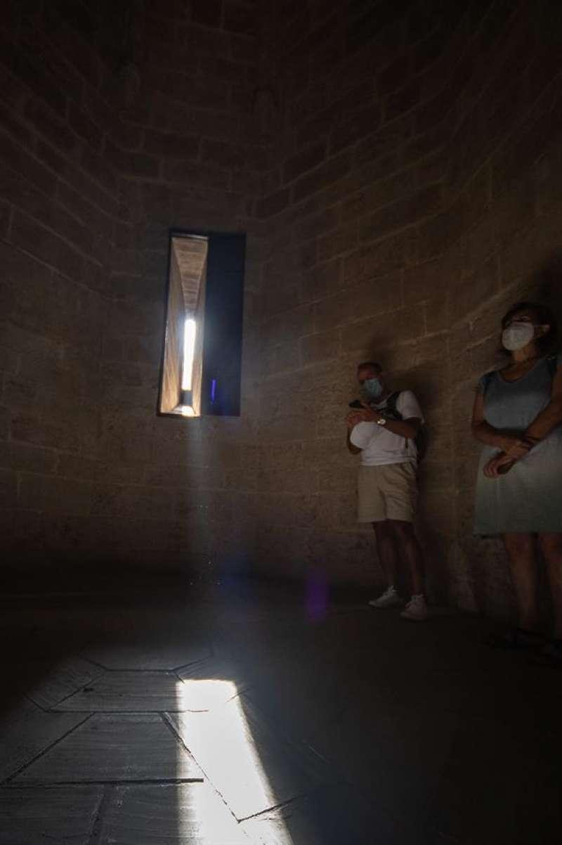 Imagen de la alineación solar registrada en la ventana del Micalet. Arzobispado Valencia