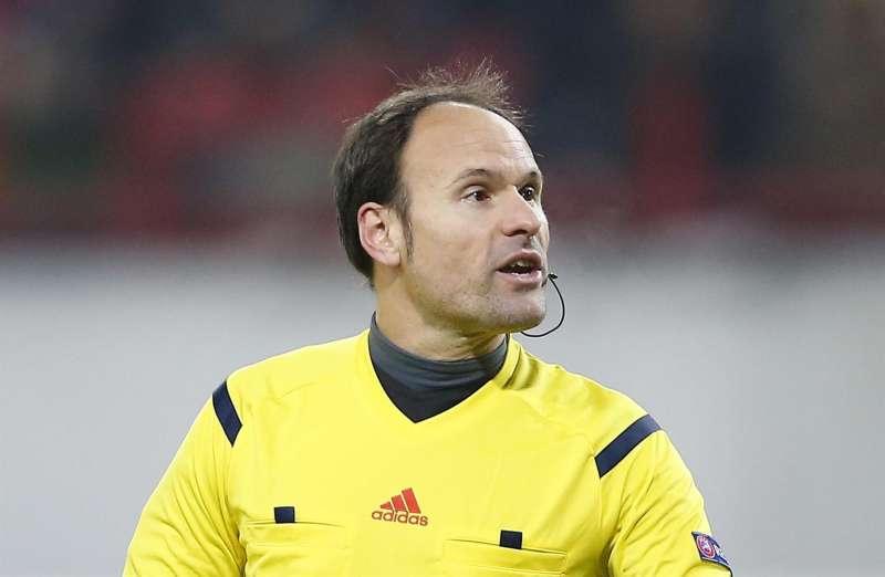 El árbitro valenciano Antonio Mateu Lahoz dirige la final de la Liga de Campeones entre el Manchester City y el Chelsea.