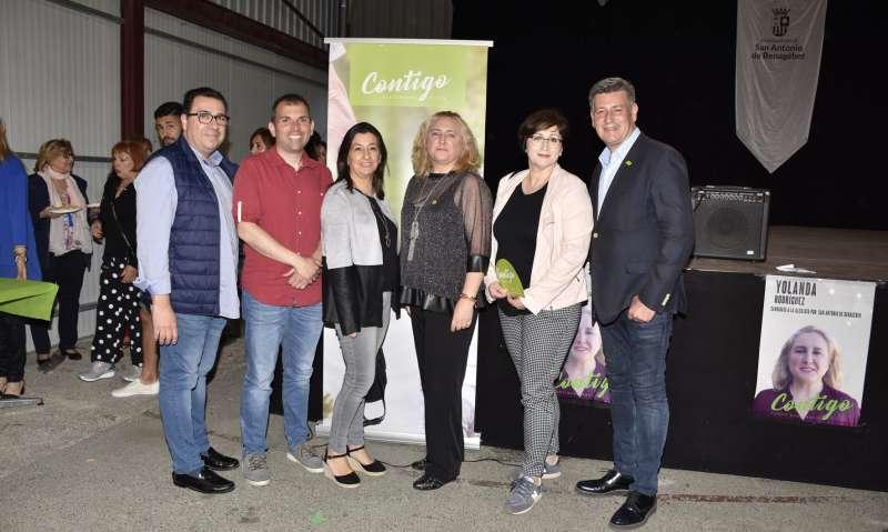 Yolanda con candidatos de otros municipios. P. G.