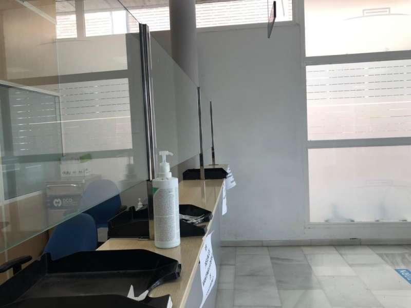 Mamparas colocadas en el centro de salud. / EPDA
