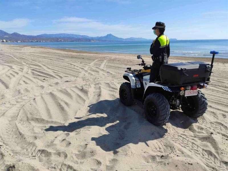 Patrulla policial en Alicante, en una imagen del Ayuntamiento.
