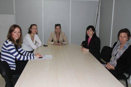 Imagen de la visita de la directora general al Espai d?Igualtat.