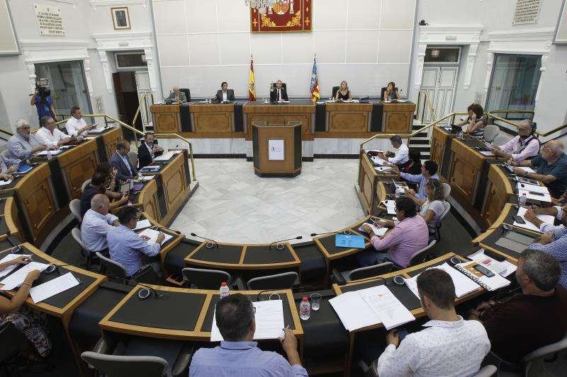 Vista general del pleno de la Diputación de Alicante. EFE/Archivo
