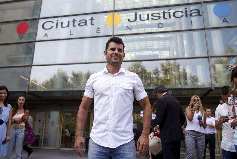 Javier Sánchez Santos frente a la Ciudad de la Justicia de València. EFE/Archivo