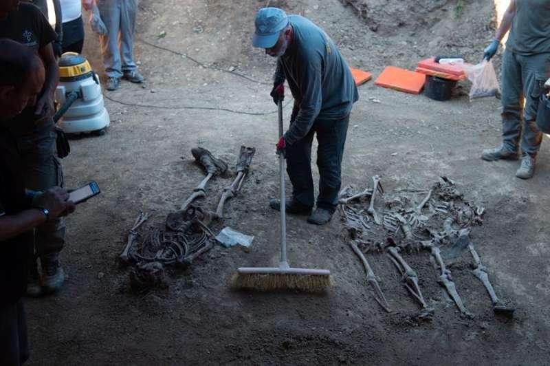 Imagen de archivo de la exhumación de una fosa de 1936. EFE