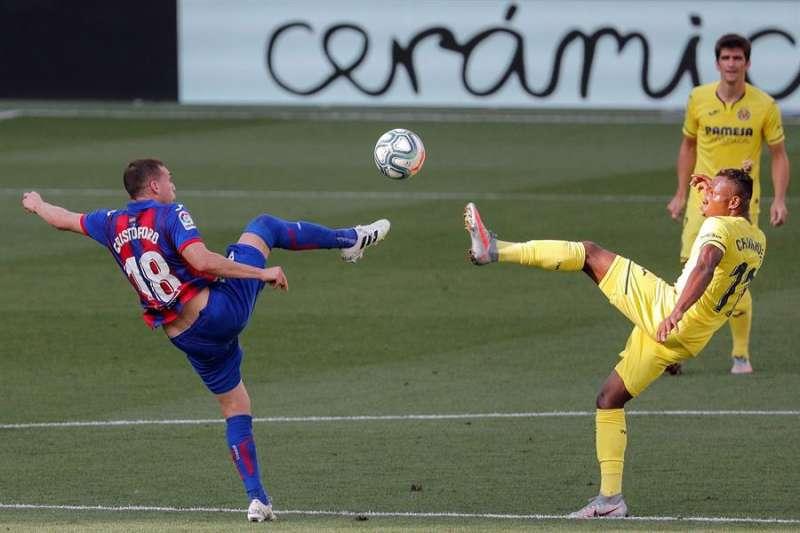 El Villarreal y el Eibar, en la última jornada de LaLiga anterior el estadio de la Cerámica (Villarreal). EFE/ Biel Aliño