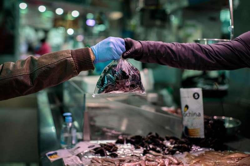 En la imagen, un puesto de clóchinas en el Mercado Central de València. EFE/Biel Aliño