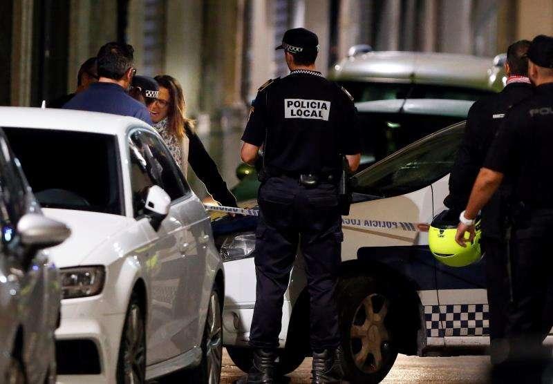Agentes de la Policía Loca durante un operativo en la provincia de Alicante. EFE/Archivo
