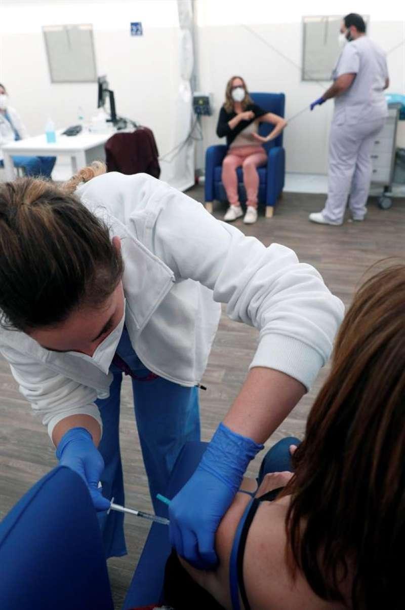 Imagen de la vacunación en la Comunitat Valenciana. EFE