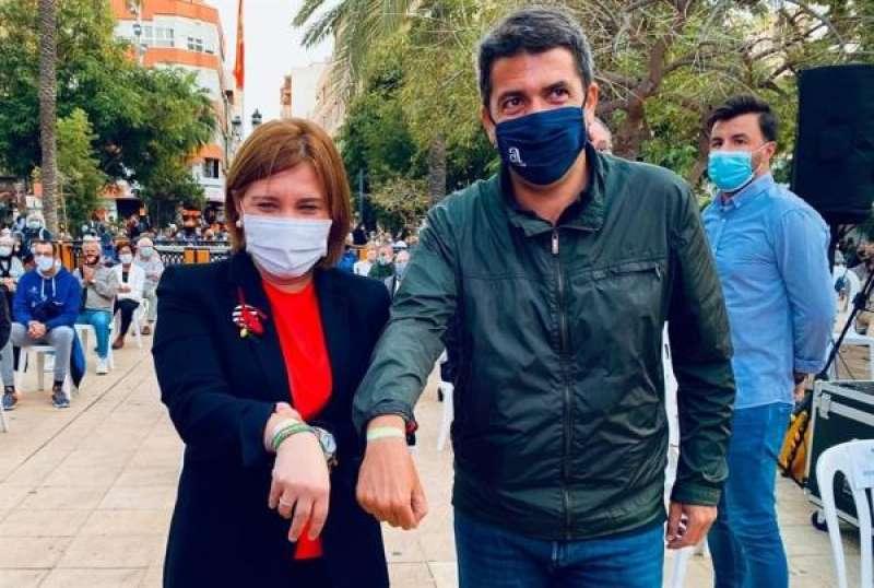 La presidenta del Partido Popular de la Comunitat Valenciana, Isabel Bonig, y el presidente de la Diputación de Alicante, Carlos Mazón, en una concentración en Torrevieja en contra de la reversión del Departamento de Salud. EFE/PPCV