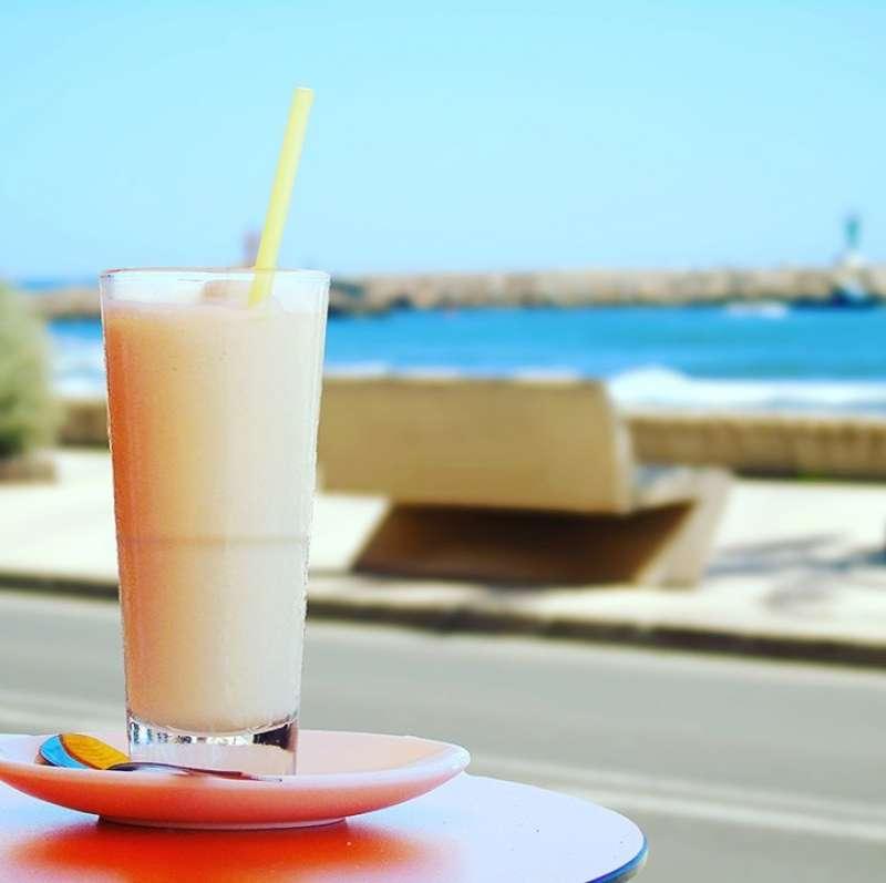 Una horchata frente al mar. EPDA