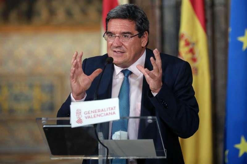El ministro de Inclusión, Seguridad Social y Migraciones, José Luis Escrivá, atiende a los medios de comunicación, tras su reunión, este jueves en Valéncia, con el president de la Generalitat, Ximo Puig.