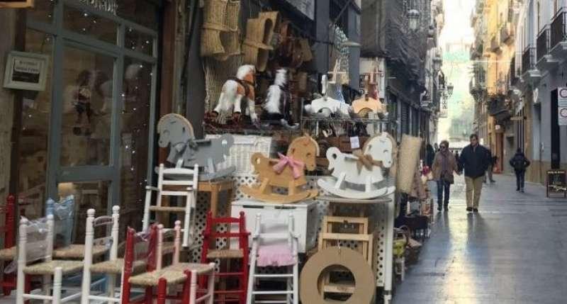 Un comercio en una calle de València. EPDA