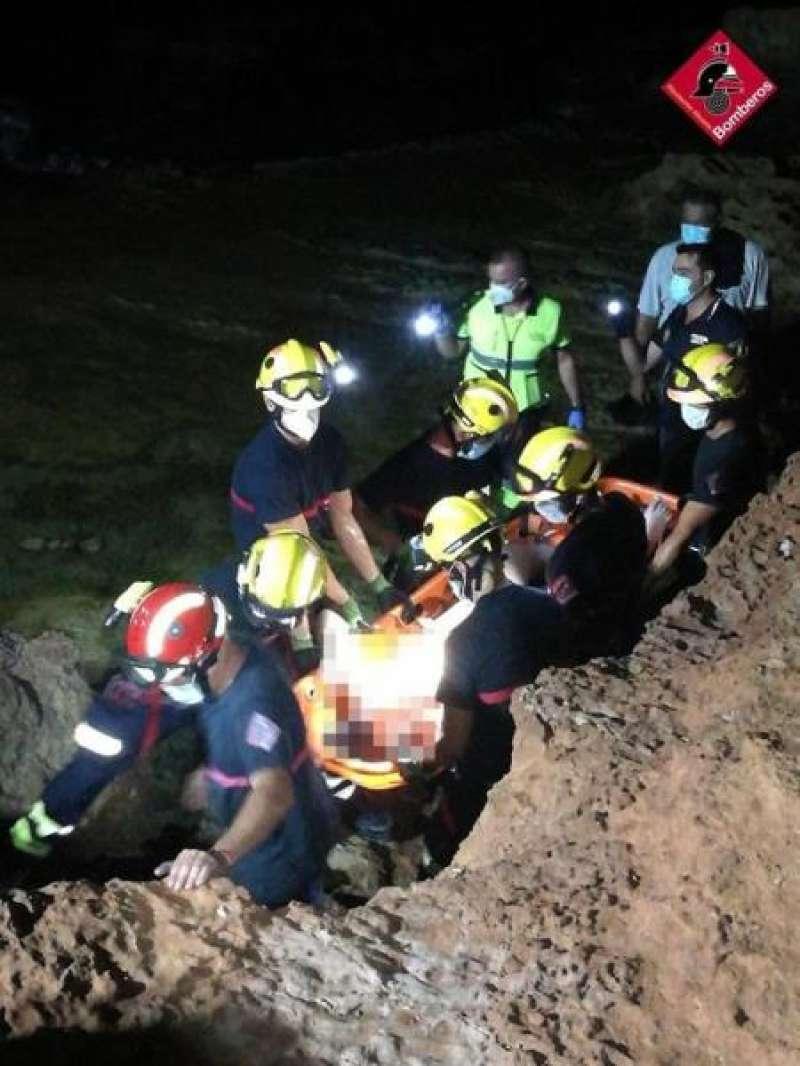 Imagen del rescate, facilitada por el Consorcio provincial de bomberos. EFE/Consorcio./ EPDA