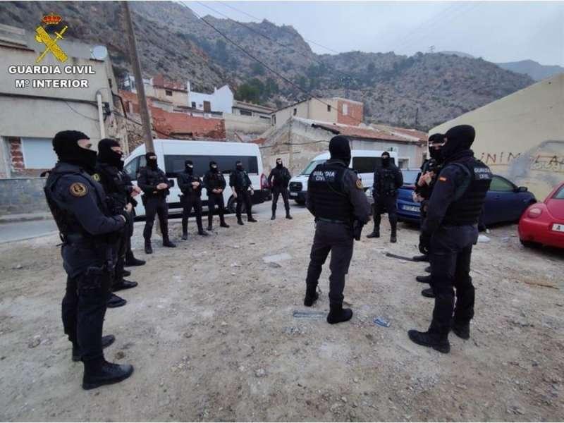 Despliegue policial en la operación, en una imagen difundida por la Guardia Civil. EFE / EPDA