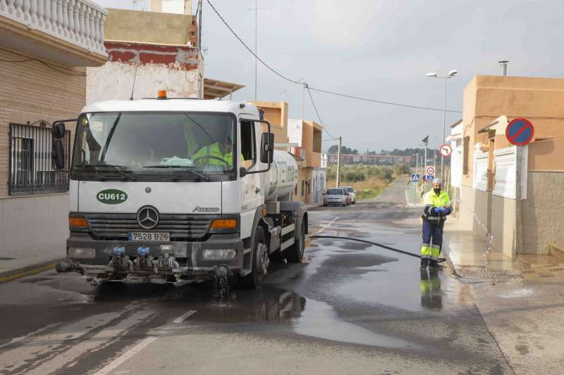 Camió netejant els carrers del poble. EPDA