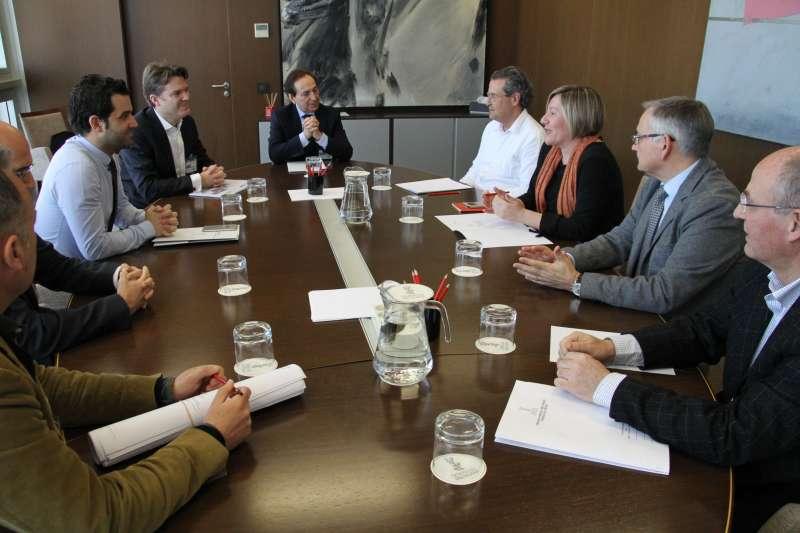 Consellera, alcalde y el impulsor del proyecto reunidos en Paterna por el Puerto Mediterráneo. EPDA