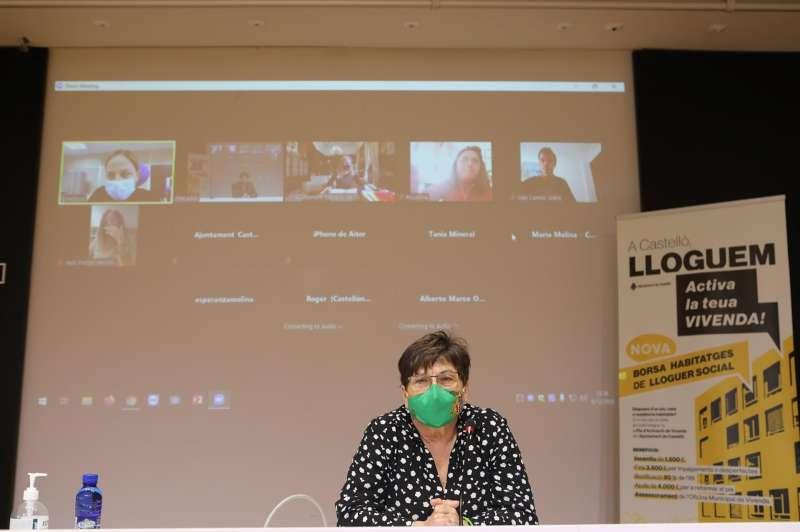 La concejala de Vivienda del Ayuntamiento de Castelló, María Jesús Garrido en la comparecencia sobre las ayudas a la reforma. Imagen cedida por el consistorio. EFE