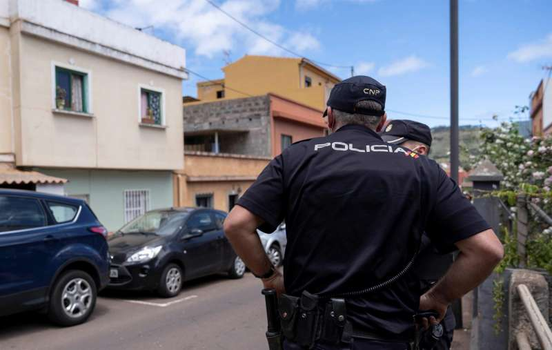 Imagen de dos agentes de la Policía Nacional.