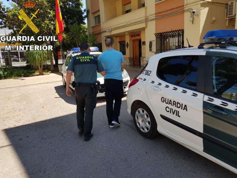 Un detenido por la Guardia Civil. / EPDA