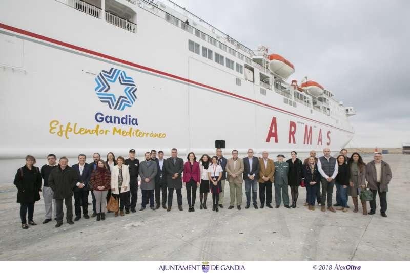 Visita oficial al ferry `Volcán de Tijarafe?. EPDA
